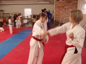 Lauren Bolland practises with Maaike Van der zon