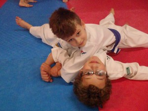 Vanya Possingham & Hudson Hearn practise an entangled arm lock